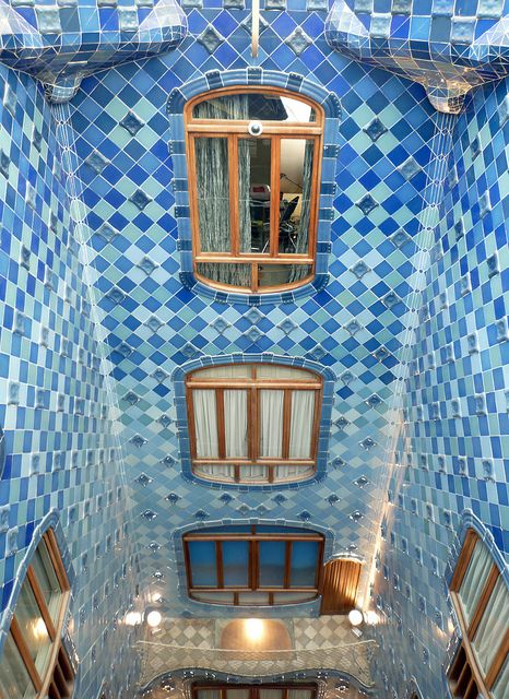 Antoni Gaudí, Casa Batlló, Atrium Casa Batlló or Casa dels ossos (house of bones) substantially remodeled by Antoni Gaudí 1904–1906 (originally built in 1877). Located at 43 Passeig de Gràcia, Barcelona, Spain