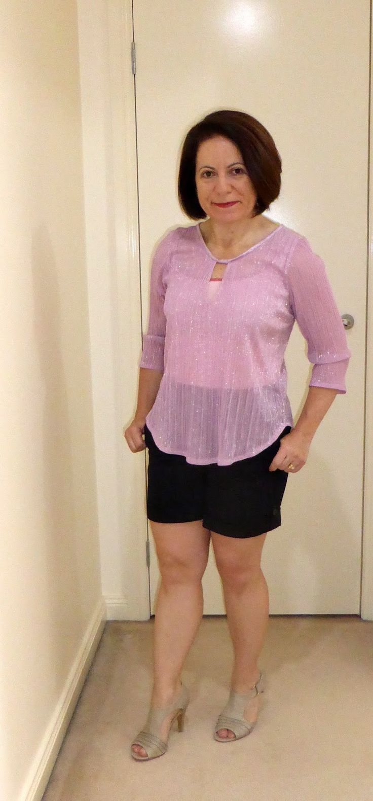Melissa of Fehr Trade  sent me a care package that included Love Sewing magazine . The issue I received had this Keyhole blouse by simple s...