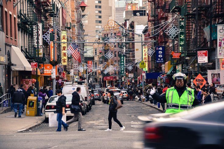 Nueva York es una ciudad que todo mundo conoce, incluso si jamás has estado ahí. Existen muchas referencias dentro de la cultura popularcomo películas, canciones, series de televisión, libros, y por supuesto fotografías, con Nueva York de escenario.Frank Sinatra, Los Beatles en Shea Stadium afónico,Breakfast at Tiffany's, ElPadrino,LosCazafantasmas, Scorsese, Woody Allen, Friends, Spiderman columpiándose entre losrascacielos,pasandopor Read More