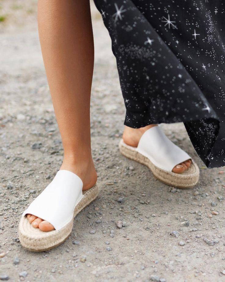 6,246 отметок «Нравится», 26 комментариев — & Other Stories (@andotherstories) в Instagram: «Espadrille slippers just make life easier. Link in bio. #andotherstories»