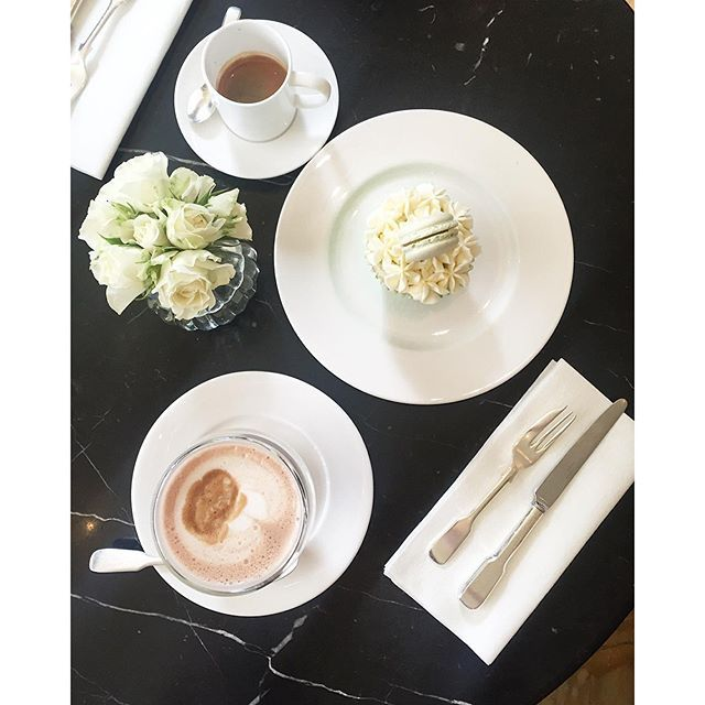 @raphaelle.orphelin #HotelCafeRoyal #London #RegentStreet #IcedCoffee #Cupcakes #Macaron #Break
