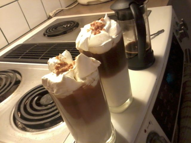 homemade Frozen Caramel Mocaccinos <3