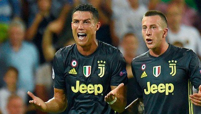 كلاتينبرج يعلق على طرد كريستيانو رونالدو علق الحكم الإنجليزي الشهير مارك كلاتينبرج الذي اعتزل منذ عدة سنوات على واقعة طرد Cristiano Ronaldo Ronaldo Red Card