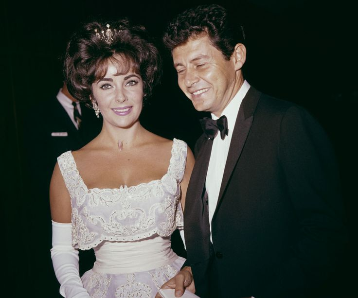 31 Vintage Pictures of Hollywood Icons at the Academy Awards - Best Dressed Oscar Pictures ELIZABETH TAYLOR April 4, 1960