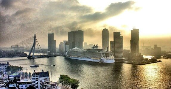 The biggest cruise ship in the world; 'Oasis of the Seas' has docked in Rotterdam. Photo by Gersmagazine.