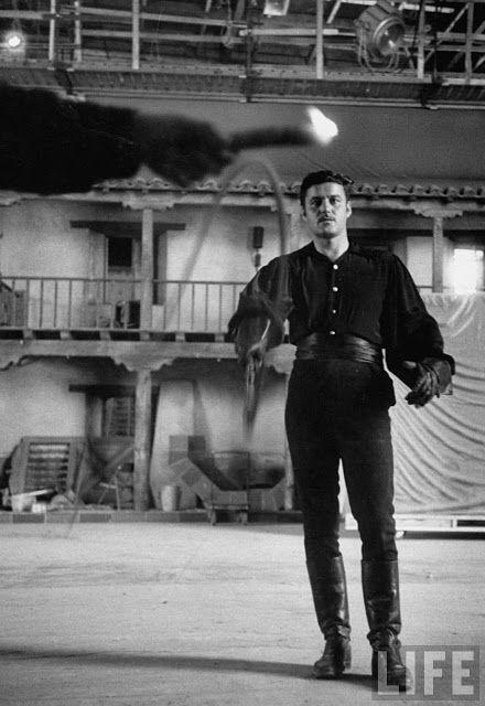 Guy Williams (siempre será mi héroe favorito Zorro)