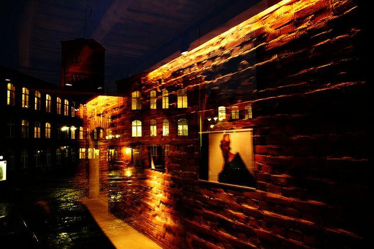 Forssan museon aulagallerian heijastuma. http://www.forssanmuseo.fi/etusivu/