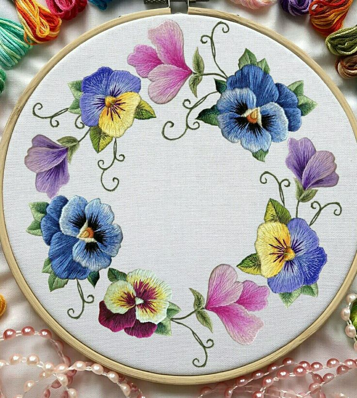 Hand Embroidery Patterns Free, Flower Embroidery Designs, Hand Embroidery Stitches, Crewel Embroidery, Diy Gifts For Friends, Shirt Embroidery, Cross Stitch Flowers, Cross Stitch Designs, Fabric Painting