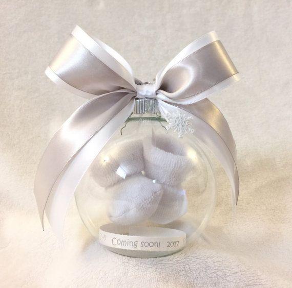 Pregnancy Announcement Gift – Pregnancy Reveal to Grandparents – We're Pregnant! Surprise – Pregnancy Reveal Ideas – Gender Reveal Ornament – Future: Little Ones