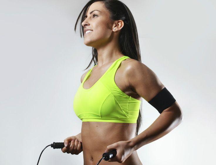 Pour brûler des calories et augmenter son endurance, la corde à sauter est l'activité idéale. Découvrez les exercices de la coach en vidéo. lire la suite / http://www.sport-nutrition2015.blogspot.com
