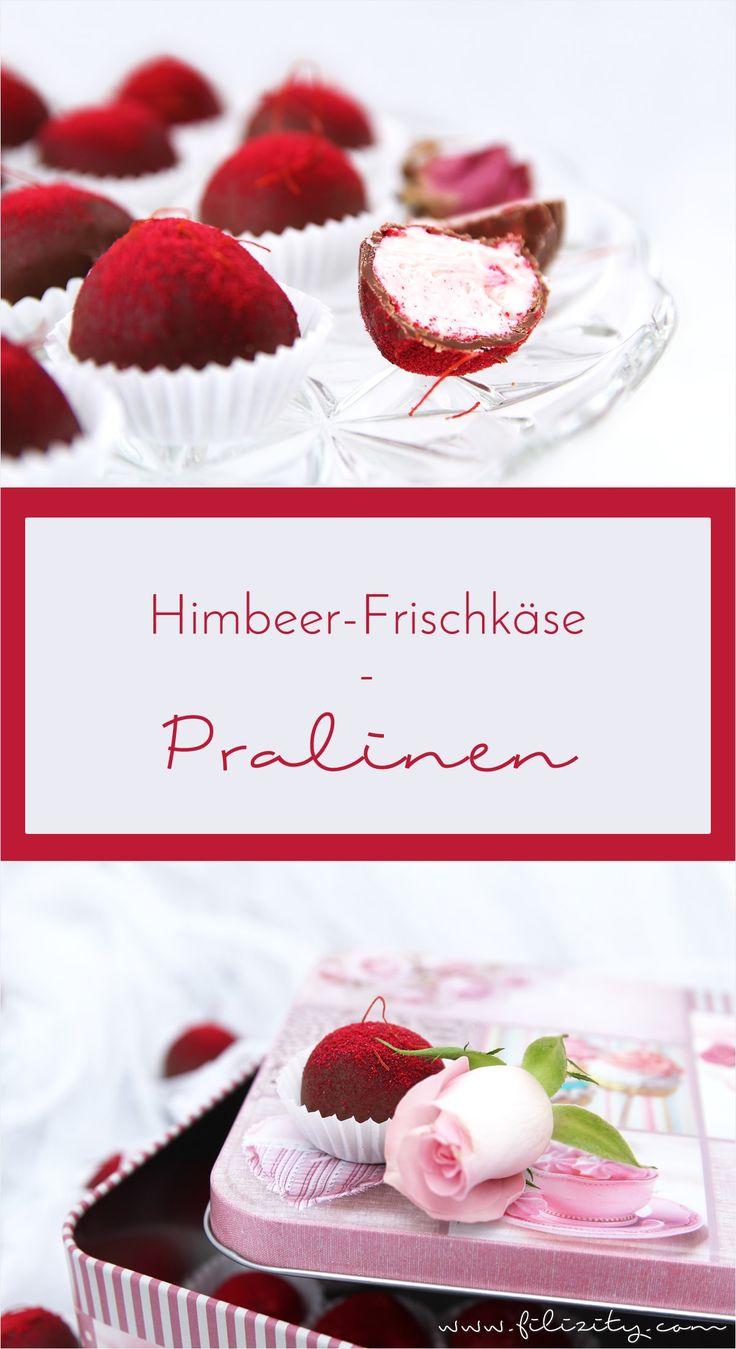 Himbeer-Frischkäse-Pralinen - Das perfekte selbstgemachte Geschenk für Schokoladen-Liebhaber | Filizity.com | Food-Blog aus dem Rheinland #pralinen #nomatterwhatthequestionischocolateistheanswer #schokolade #geschenkidee #valentinstag #weihnachten