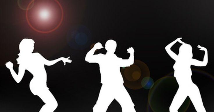 """Los 10 mejores movimientos de baile de los 90. Los bailarines que hacen """"movimientos más amplios y variables en relación a los movimiento de flexión y tuercen la cabeza o el cuello y el torso, y pueden hacer movimientos de flexión y torcer más rápido su rodilla derecha"""" son los más atractivos, según un estudio realizado por psicólogos de la Universidad de Northumbria, informa Duncan Geere en ..."""