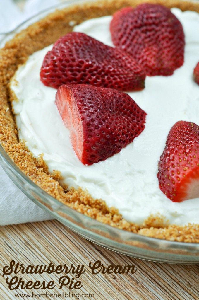Strawberry Cream Cheese Pie - Perfect spring/summer recipe!