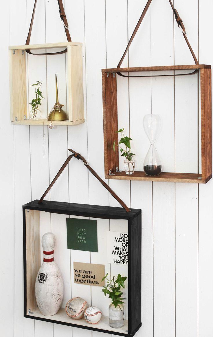 Inred med egengjorda hyllor Genom att använda ett gäng plankor och återbruka dina gamla läderskärp (eller köp billigt på loppis) så kan du återskapa dessa otroligt dekorativa hyllor. Väldigt smart förvaring och dessutom snygg inredning till hemmet. Du kan välja att ha dessa hyllor i vilket rum som helst och använda dem till vad som …