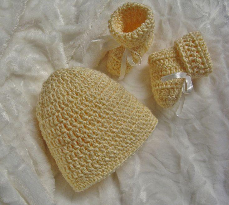 J'aime bien avoir en réserve quelques petites créations pour souligner une naissance.Fait à la main et avec amour, quel bonheur de les offrir. :-)