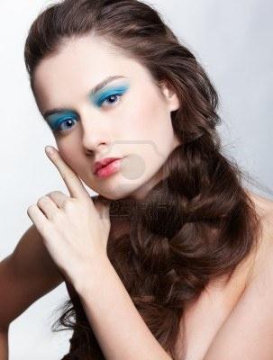 kapsel portret van mooie brunette meisje met creatieve vlecht kapsel Stockfoto - 9154564