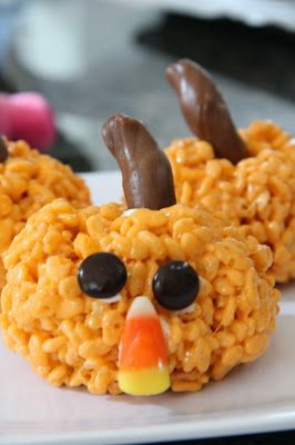 Pumpkin Rice Krispies Treats - these could NOT be any cuter!