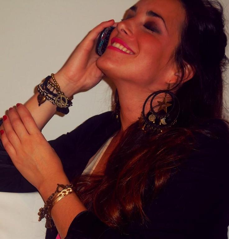 Estilo noche! #stars #fashion #accessories #jewelry #mode #look #fashionaccessories #luxjewelry #bracelets #black #gold #style #earrings