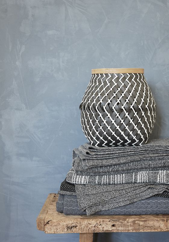 These beautiful woven Bamboo Baskets are perfect for a variety of storage in any room. Available in two generous sizes. Perfect for laundry, throws etc. and also have plenty of room for toys, clothes, towels and products etc. For more products visit www.dekoera.com