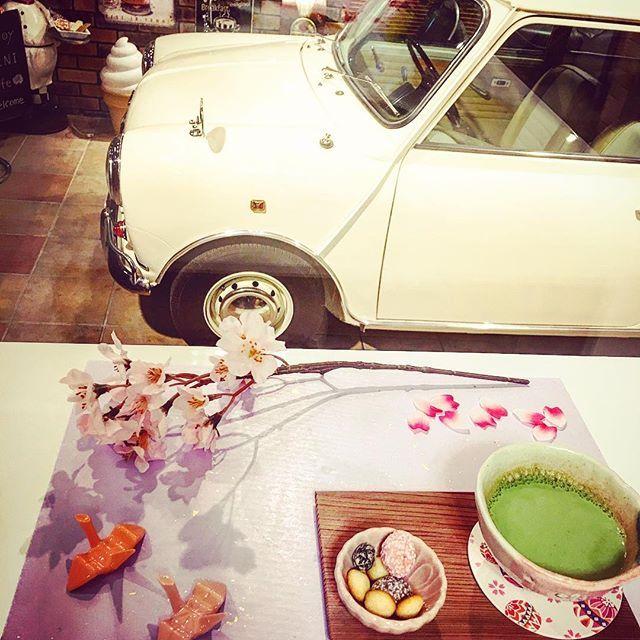 【kupa9291】さんのInstagramをピンしています。 《家カフェ 和菓子と旧型ミニのコラボ 春をイメージ。最近物凄く寒いですねー😨 早く、春よ来いと願う今日〜この頃です。 #和菓子#抹茶#抹茶ラテ #テーブルコーディネイト#桜#春#ガレージ#ガレージライフ#ミニ#クラシックミニ#ローバーミニ#車#車好き#ピンク#パステルカラー #折り鶴 #花びら #cute#かわいい#素敵#オシャレ#写真#写真好き #写真撮る人と繋がりたい #写真を撮るのが好き #写真好きな人と繋がりたい #写真 #グルメ#ディスプレイ#家カフェ#和モダン》