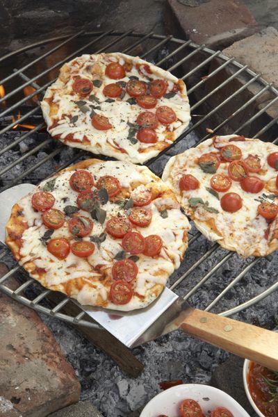 Braaied pizza