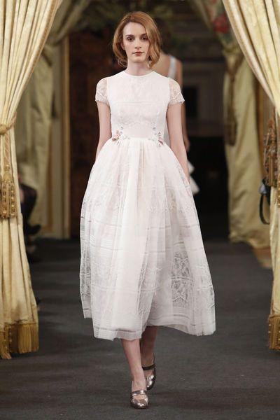 Vestidos de novia cortos: diseños que te enamorarán. ¡Elige el tuyo! Image: 20