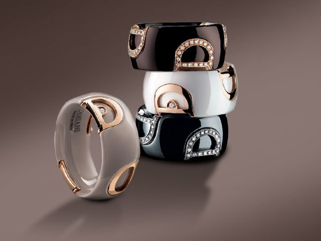 New materials meet the Italian jewelry tradition of Valenza, ceramic enters in a sober and elegant way in the Damiani world. The D.Icon jewelry collection represents the last evolution of a long goldsmith tradition introducing white and black ceramic in traditional jewelry manufacturing and mixing it with gold and diamonds, to create a new iconic trend.