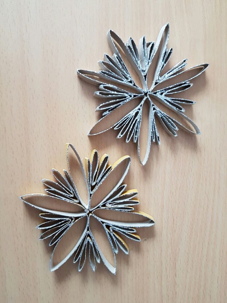 Stelline fatte coi rotoli vuoti di carta da cucina