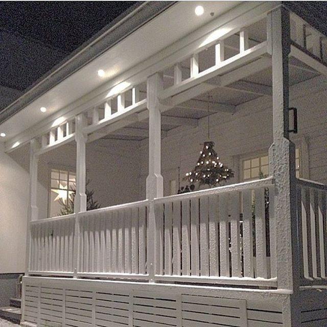 Andra julen jag bodde i huset gjorde jag och min pappa denna fina ljuskrona som hängde över matbordet ute på den Amerikanska verandan. Nu är jag allt sugen på jul! Om en månad smäller det!