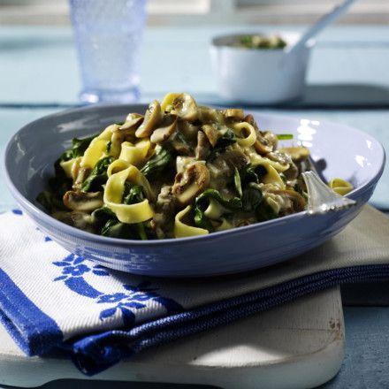 Nudeln in Spinat-Pilz-Soße Rezept | LECKER