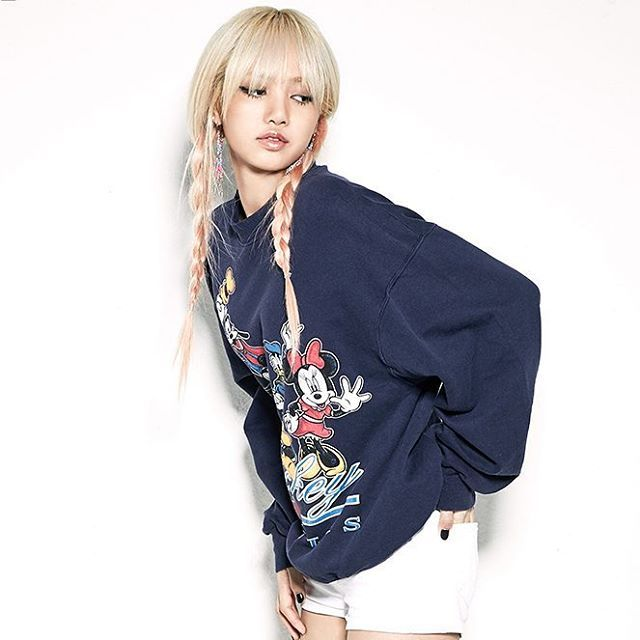 """Name:Lalisa Manoban (ปราณปริยา มโนบาล). Nickname:Lalice, Laliz, Pokpak. Birth date:March 27, 1997. From:Thailand. Placed 1st at YG Audition in Thailand 2010.She was the only person accepted to YG in the YG Audition in Thailand 2010.She joined YG in April 2011.She was in a dance group called We Zaa Cool. Pre-Debut: She was in Taeyang's music video """"Ringa Linga"""". She is a model for YG's fashion brand, NONAGON/NONA9ON.  #kpop #kpopl4l #kpopf4f #pinkpunk #ygnewgg #kpopgirlgroup #girlgroup…"""