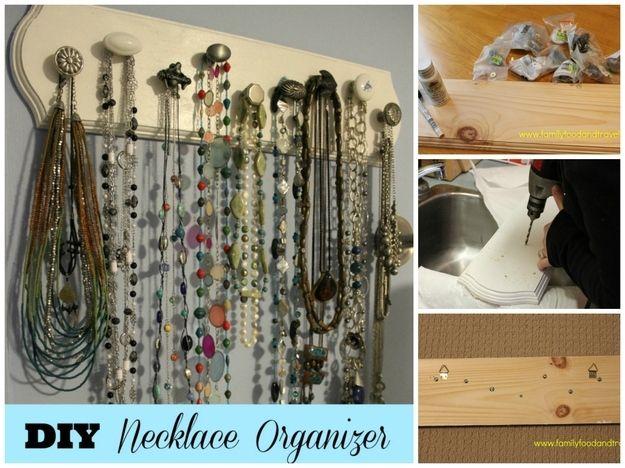 Organizador de colares feito de puxadores | 50 objetos que você mesmo pode fazer para organizar toda a sua vida