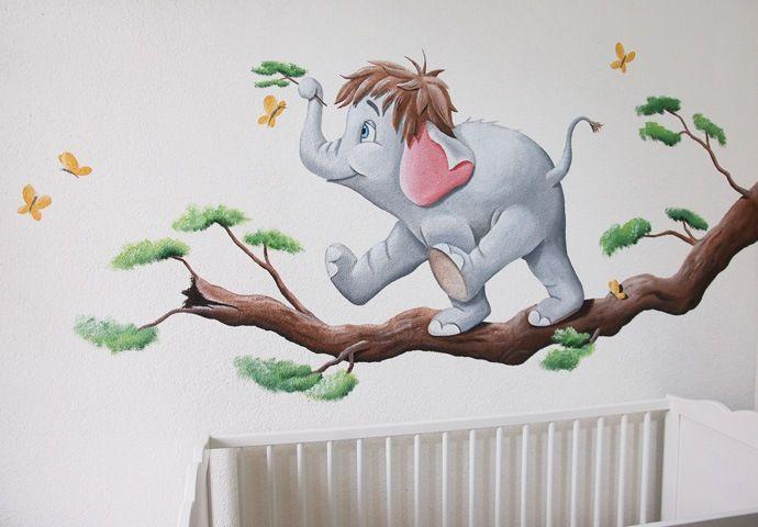 Olifantje uit jungle book op een tak,  gemaakt door BIM Muurschildering op structuur, spagtelpoets.  Elephant mural painting nursery.