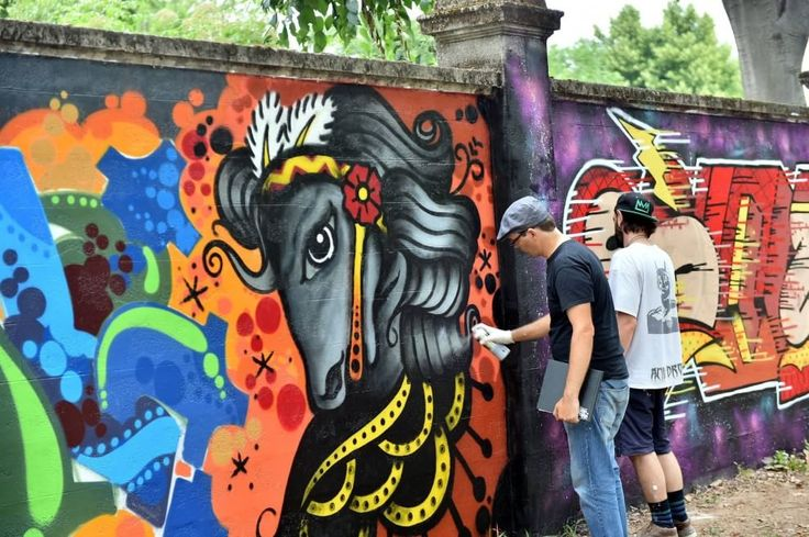 Milano, si colora il maximuro dell'Ippodromo: in azione trecento writer europei