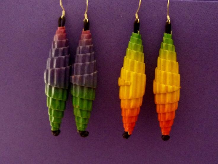 PapierenSier Oorbellen / Corrugated paper bead earrings