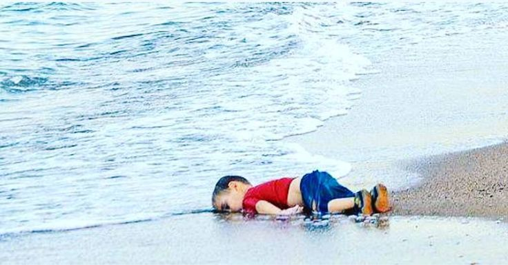"""Belirli gün ve haftalar takvimine göre bugün """"İnsan Hakları günü"""" imiş.! Bakın BİRLEŞMİŞ MİLLETLER İNSAN HAKLARI EVRENSEL BEYANNAMESİ NE DİYOR? Bütün insanlar hür haysiyet ve haklar bakımından eşit doğarlar. Akıl ve vicdana sahiptirler ve birbirlerine karşı kardeşlik zihniyeti ile hareket etmelidirler. 1. Madde Birleşmiş Milletler İnsan Hakları EvrenselBeyannamesi. ŞİMDİ SORUYORUM.! Yukarda yazılı olanlar ve bu yazıyı yazdığıyla kalanlar! günahsız bir yavrunun bedeninin karaya vurmasına…"""