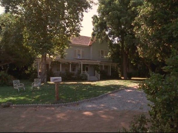 Gilmore Girls  Lorelai s House and the Gilmore Mansion. Best 25  Gilmore girls house ideas on Pinterest   Stars hollow