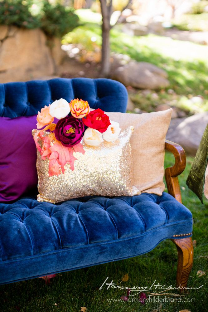 Love these gorgeous florals against our pillows <3