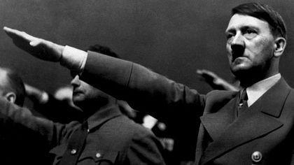 Un misterioso argentino compró objetos nazis por más de 676.000 dólares en una subasta en Alemania. El hombre se llevó la última chaqueta militar de Hitler, pieza estrella de la colección, por más de 300 mil dólares. La venta causó fuerte...