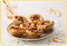 Spaanse hartige taartjes. Ga voor het recept naar de site van Koopmans:http://www.koopmans.com/recepten/koopmans-recepten/hartige-hapjes/spaanse-hartige-taartjes/