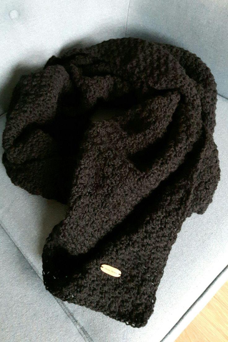 Oudere zwarte sjaal uitgehaald en in een fris nieuw jasje gestoken. #lemonpeelstich #mooimoos #haken #crochet #häkeln