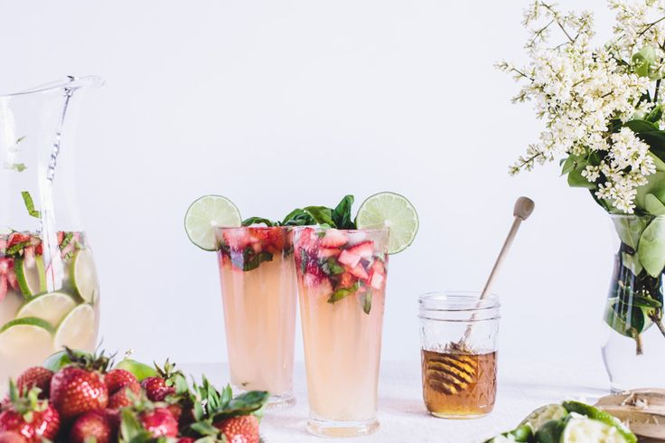 A non-alcoholic&refreshing drink for summer: Honey-Sweetened Limeade with Strawberries and Lime. A delicious flavor combo made of lime &basil&strawberries.