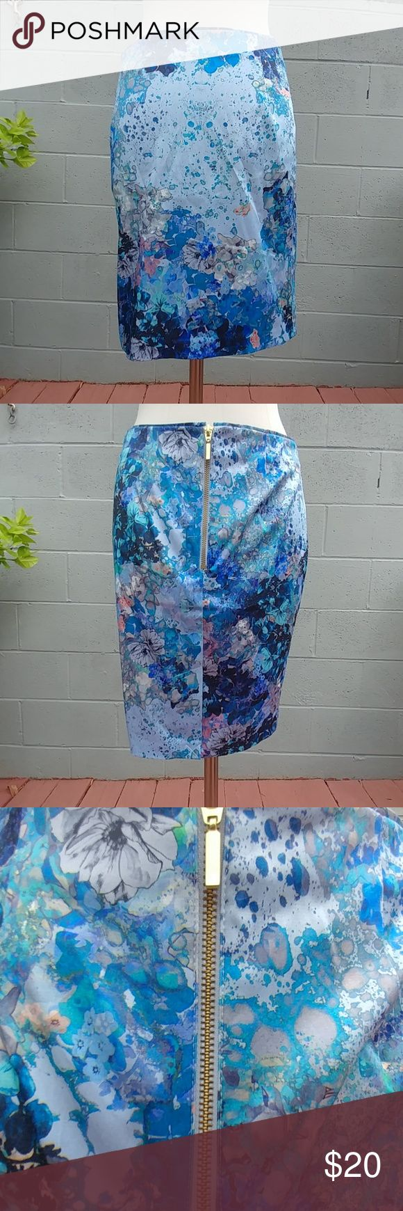✨sale✨ H&M Floral Pencil Skirt Cute skirt purchased but never worn as seen in the 4th picture by the thread holding the back together.   Made out of: 53% polyester 44% cotton 3% elaatane H&M Skirts