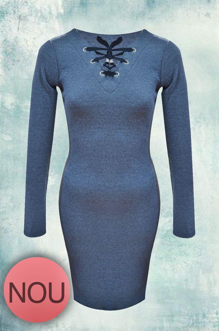 Un nou model de rochie a sosit în magazinul Adrom Collection. Este mulată pe corp și are un decolteu în formă de V, străbătut de un șiret care are la capete ornamente metalice. Se poate cumpăra online în regim en-gros accesând link-ul: http://www.adromcollection.ro/447-rochie-angro-6140.html