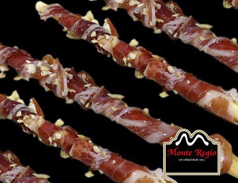 Colines con jamón ibérico #MonteRegio y trocitos de avellanas rociadas con aceite de oliva