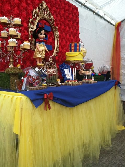 Snow White Birthday Party.  I don't have a girl child...but omg this is awesome.