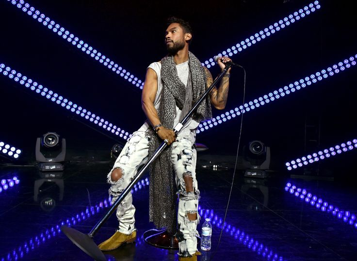 Watch Clips From Miguel's L.A. Concert Featuring Kendrick Lamar, A$AP Rocky, Snoop Dogg and Kurupt