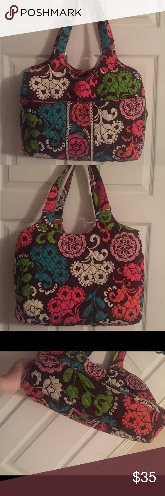 Vera Bradley Laptop Bag Vera Bradley Laptop bag. Has two pockets on the front. Three inside pockets. One padded pocket with zipper top for a laptop, large middle pocket with zipper top, and another with pockets on the inside. Great for school or work! Vera Bradley Bags Laptop Bags