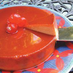 FLAN DE GUAYABA-Guava Flan 8 oz. queso crema 7 oz. pasta de guayaba 5 huevos ½ taza azúcar 13 oz. leche evaporada 1 cda. fécula de maiz (maicena)  En el procesador de alimentos mezcla el queso crema, pasta de guayaba, huevos y azúcar y maicena hasta que quede cremoso. Luego añade la leche evaporada poco a poco. Echa la mezcla en el molde acaramelado.Calienta el horno a 350 grados. Coloca la mezcla del Flan dentro de un molde con agua (Baño de María) y lleva al horno. Hornea por 1 hora.