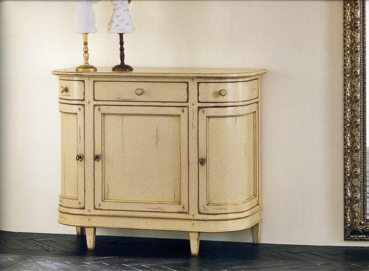074 Mueble lacado en blanco roto con los laterales curvados